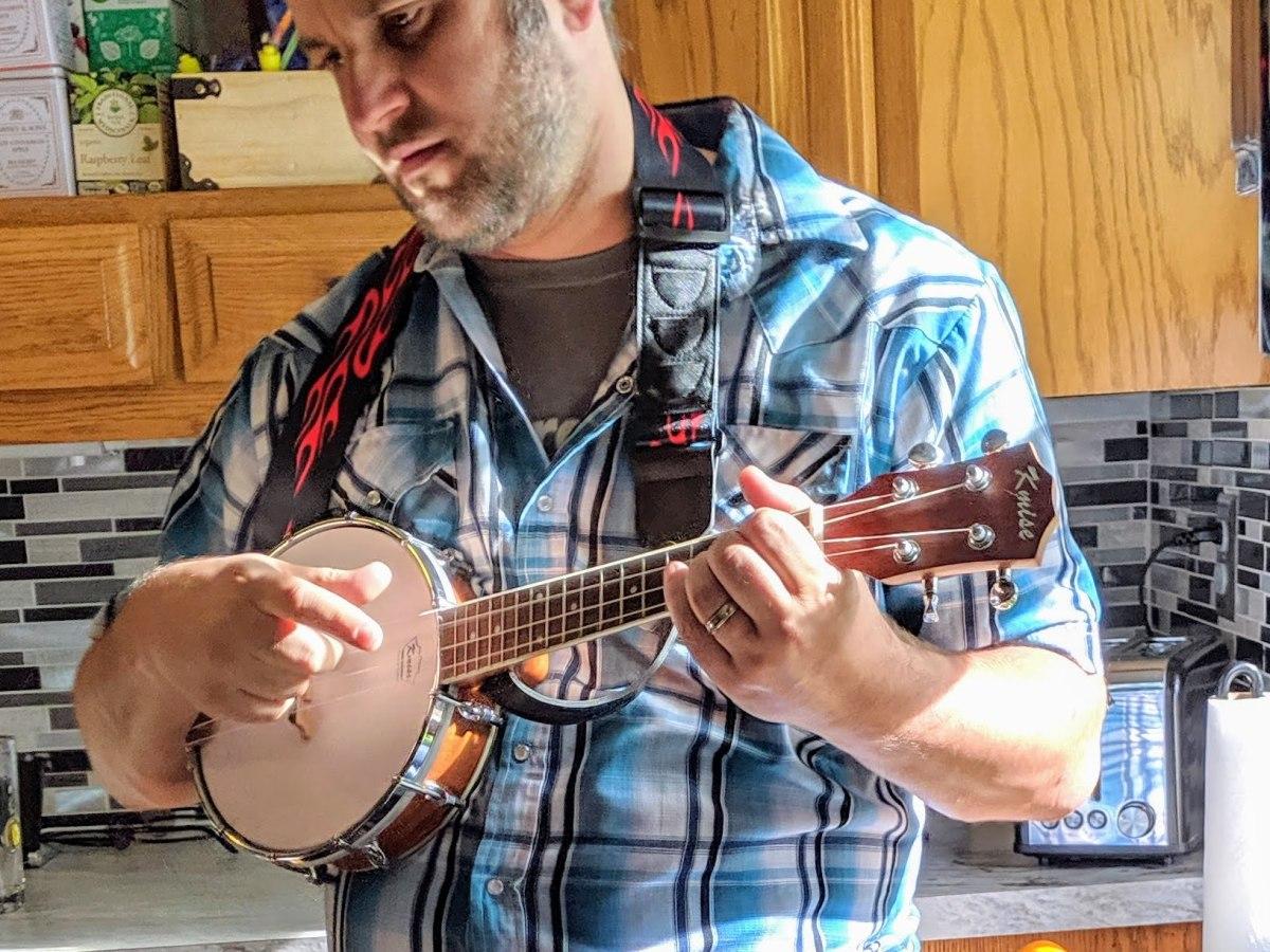 kasey plays banjo uke